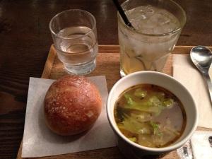 8種の野菜と鶏肉のスープ